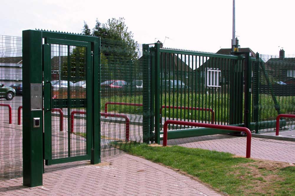 Lakehouse gate & pedestrian access