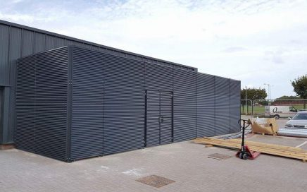 Louvred fence panel