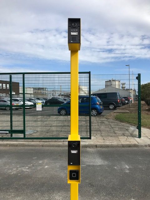 Double height access control for cars and heavy goods vehicles